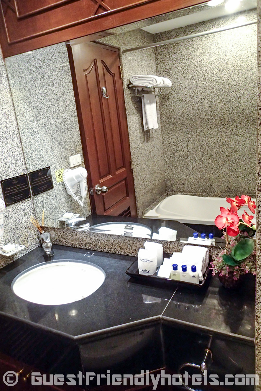 Bathroom in the cheapest rooms of Majestic Suites Hotel Bangkok