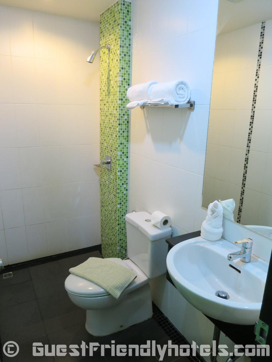 Bathroom of the Phil Boutique Hotel @ Sansabai