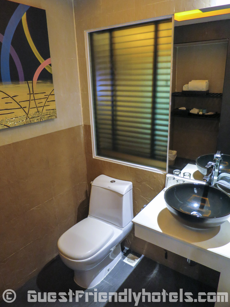 Bathroom oppsoite side sink in the deluxe room categorey of R Mar Resort and Spa