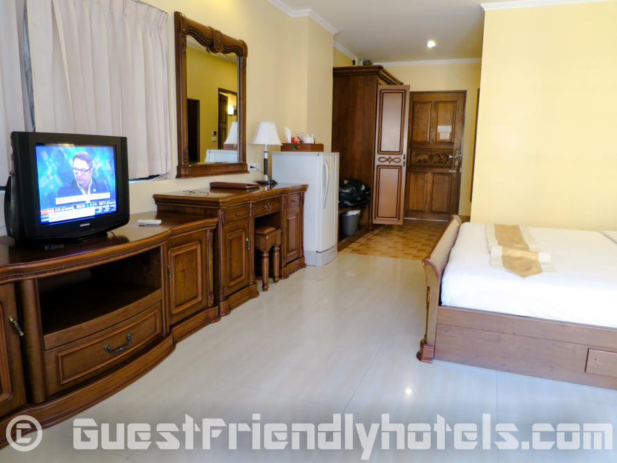 Deluxe room amenities in Best Beach Villa Pattaya