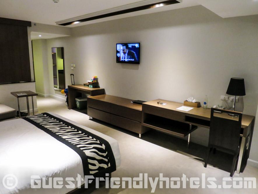 Deluxe room furniture in Season Five Hotel