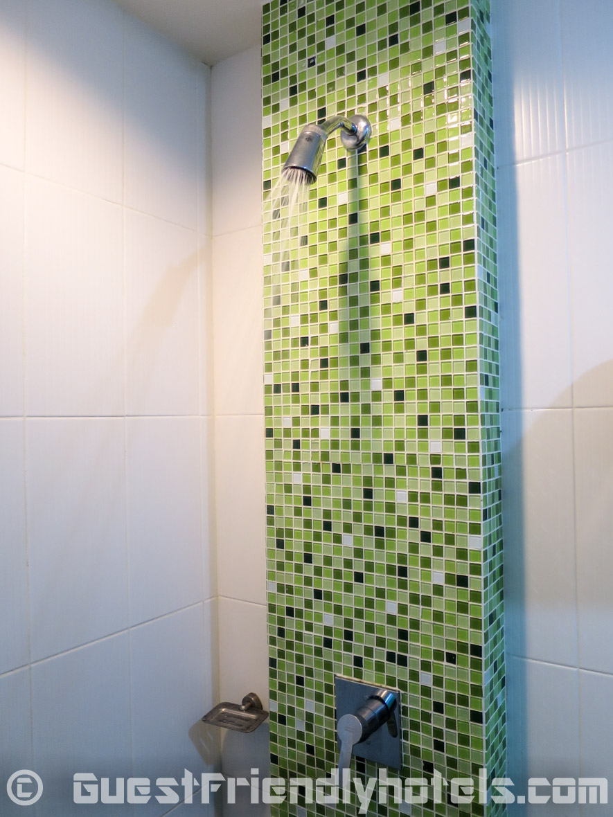 Deluxe room shower in Phil Boutique Hotel @ Sansabai