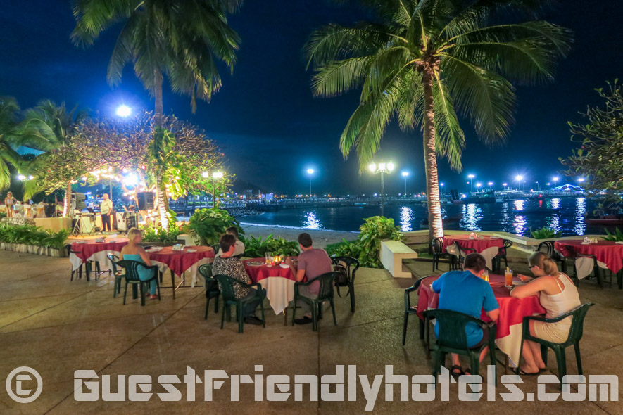 Dining at the Siam Bayshore Resort beachfront restaurant