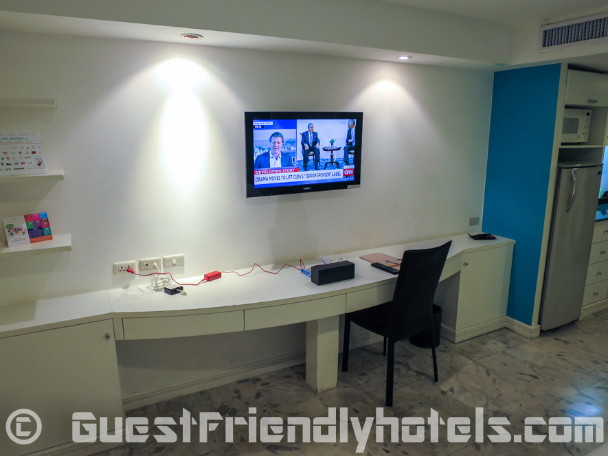 Flatscreen Television and large desk area in Grand President Hotel Bangkok