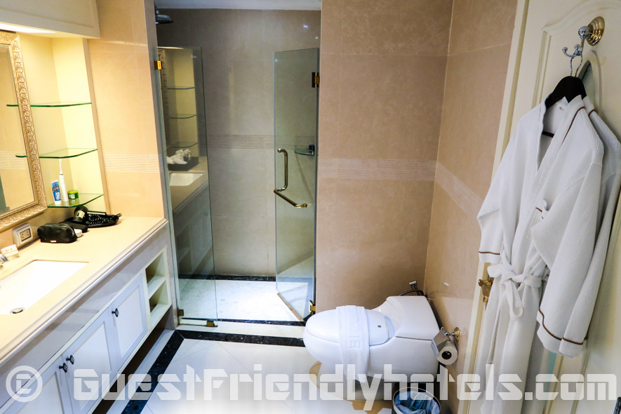 Good sized bathroom with both shower and jacuzzi in LK The Empress Deluxe Rooms