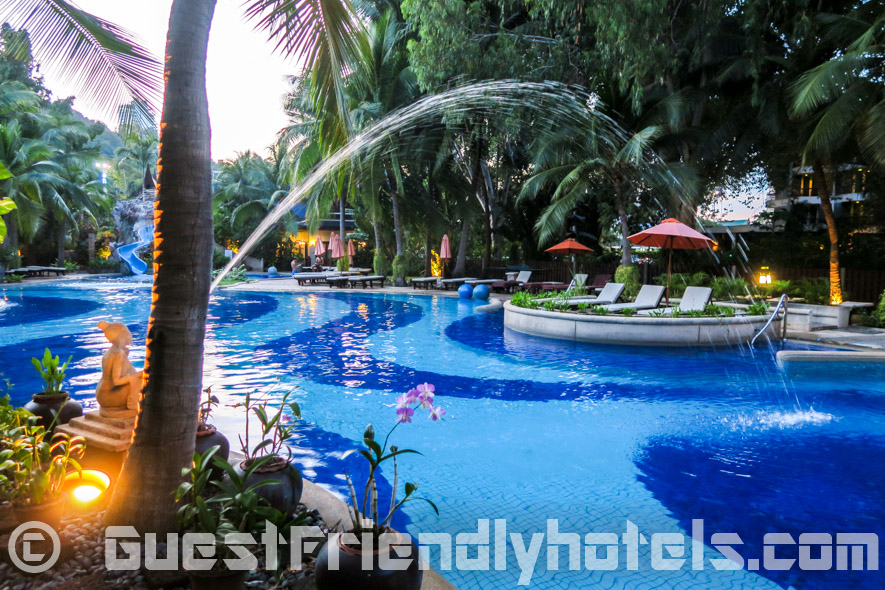 Layout of the very relaxing tropical garden swimming pool at the Siam Bayshore Resort