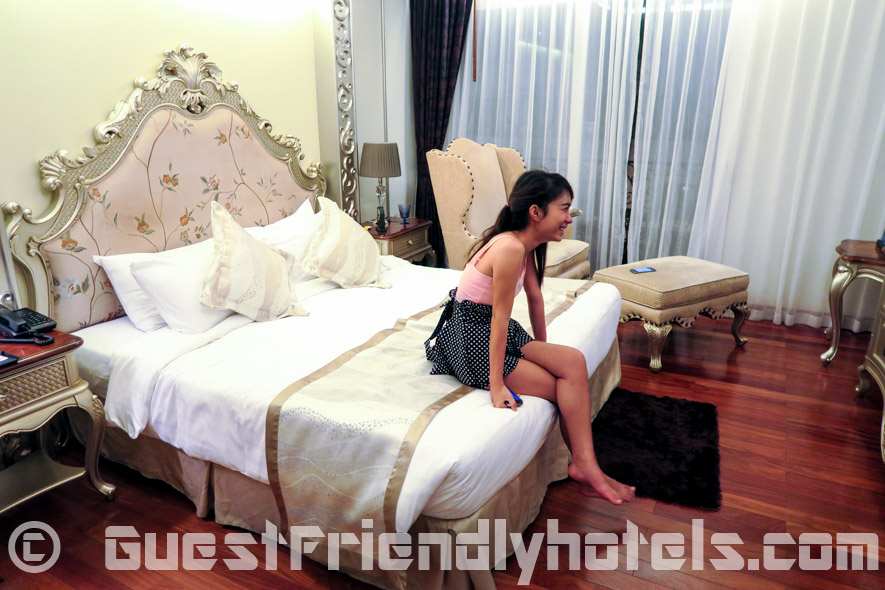 Little short time action with a girl from Pattaya beach road inside the Guest Friendly LK the Empress Hotel Pattaya
