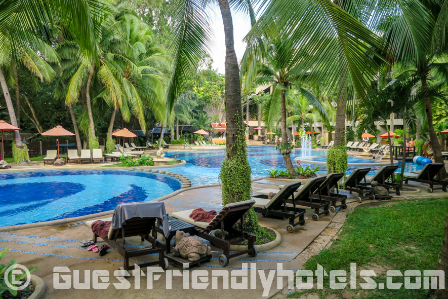 Lovely tropical gardens and a great pool makes you almost forget you are in Pattaya at the Siam Bayshore Resort and Spa