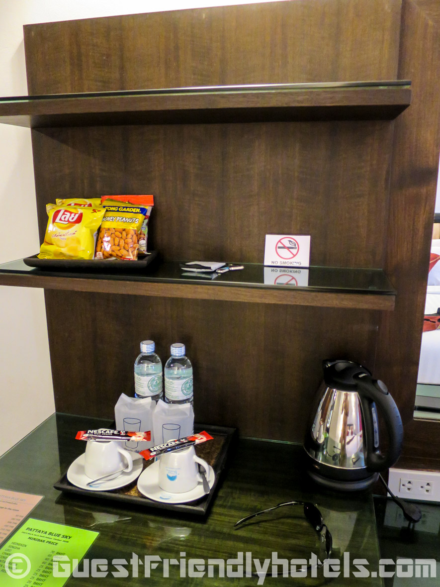 Mini bar area with water boiler and coffee in the Pattaya Blue Sky Hotel