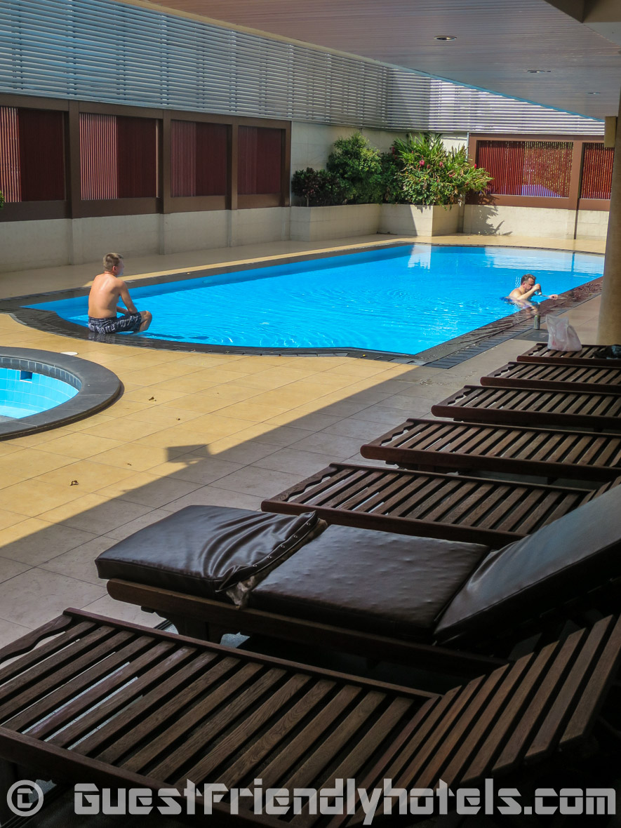 Outdoor swimming pool and hot tub in SM Grande Residence Bangkok