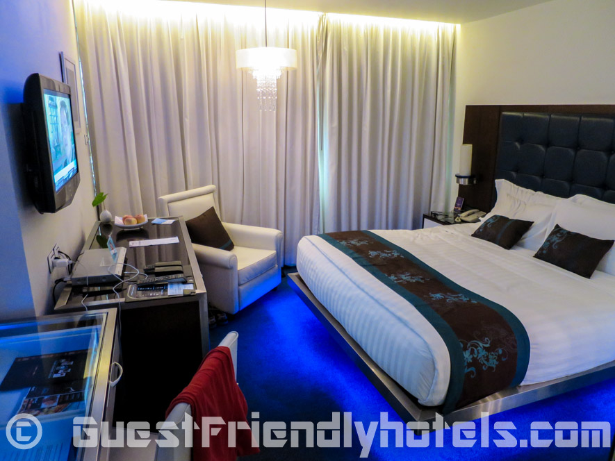 Premier King room is small but quite comfy inside Dream Hotel Bangkok