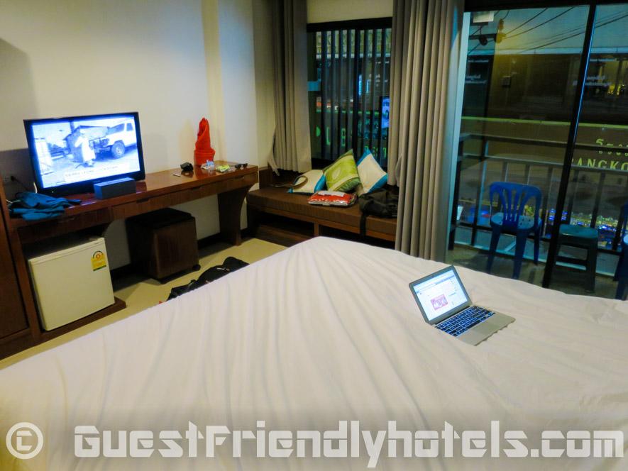 Room amenities include flatrscreen tv and minibar