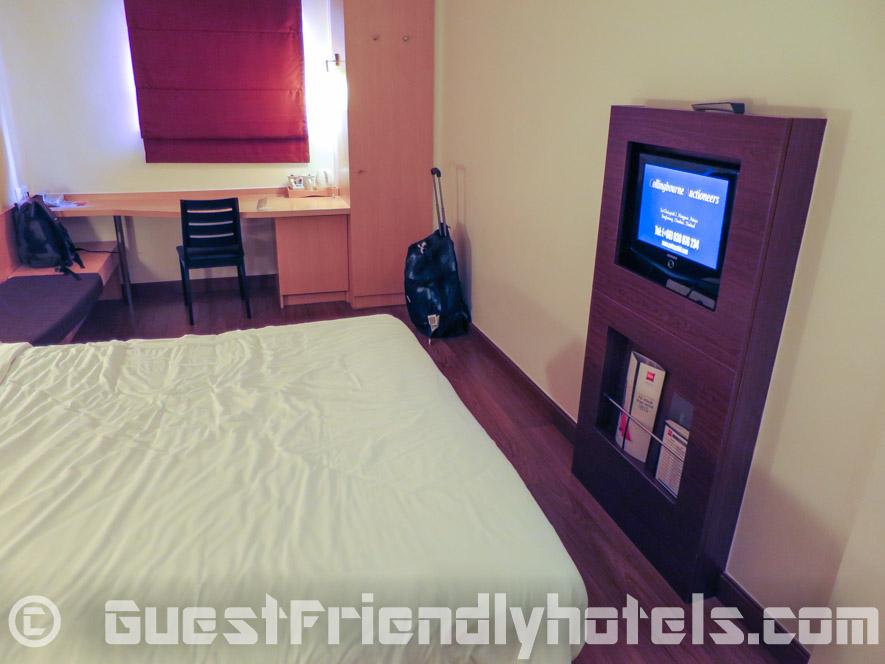 Standard room furnishings at Hotel Ibis Pattaya