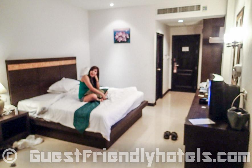 Thai bargirl back in the very girl friendly Amata Resort