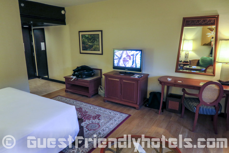 The Executive Deluxe rooms have not been updated yet like the tropical deluixe ones by the pool at the Siam Bayshore Resort & Spa