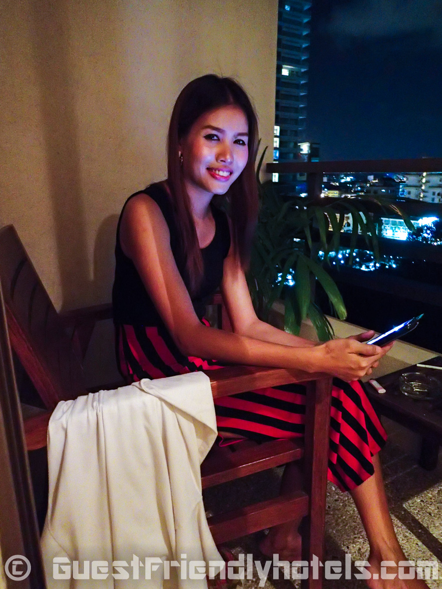 The deluxe room at The Bayview Pattaya comes with a small balcony where your overnight guests can enjoya cigarette