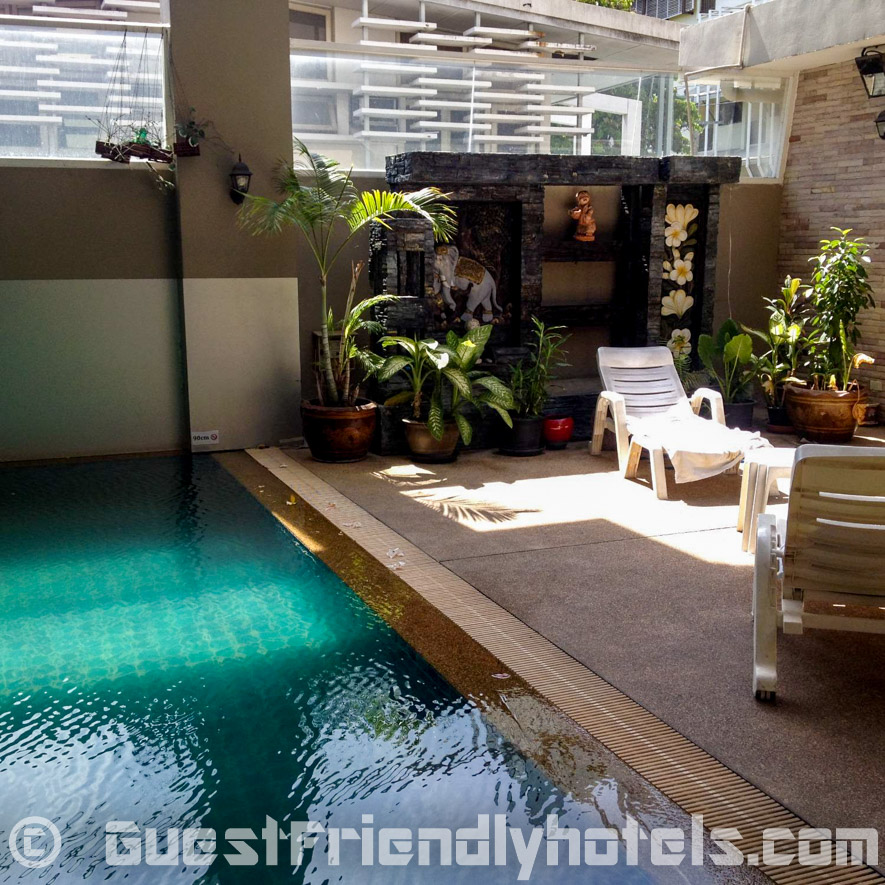 boss-suites-pool