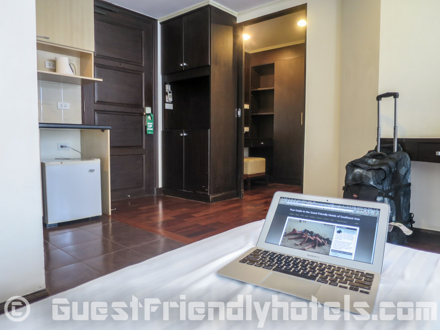 furnishings left of the room in SM Grande Residence Bangkok